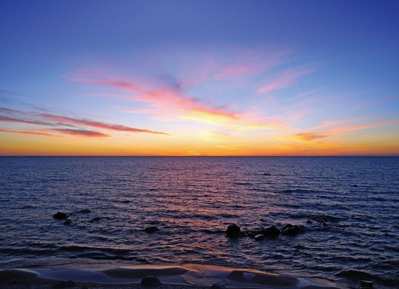 The sun sets on Lake Winnipeg Photo ©Jesse Vanderhart